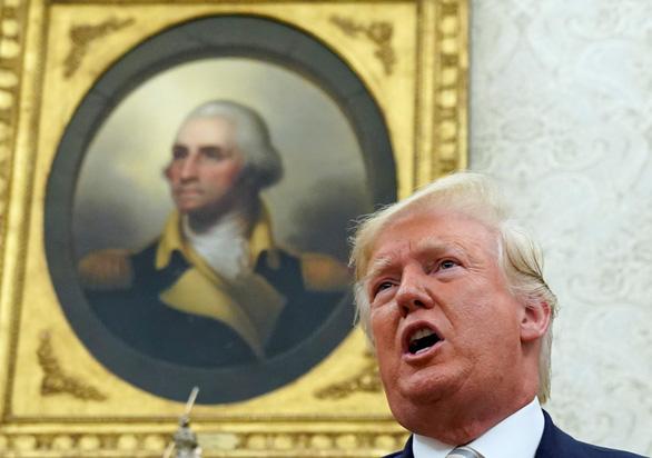 Ông Trump phản pháo đòn thuế Trung Quốc: Ai là kẻ thù lớn hơn? - Ảnh 1.
