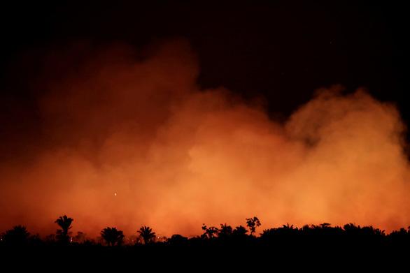 Tổng thống Brazil chỉ trích quốc tế xen vào việc nội bộ trong vụ cháy rừng Amazon - Ảnh 2.