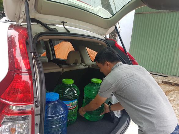 Đà Nẵng: Dân khoan giếng, chấp nhận dùng nước hôi mùi bùn để sinh hoạt - Ảnh 5.