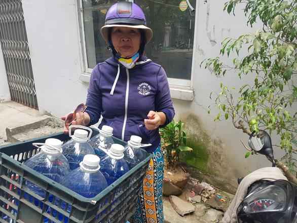 Đà Nẵng: Dân khoan giếng, chấp nhận dùng nước hôi mùi bùn để sinh hoạt - Ảnh 4.