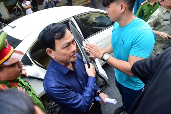 Ông Nguyễn Hữu Linh lại hầu tòa nghi án dâm ô bé gái - Ảnh 5.