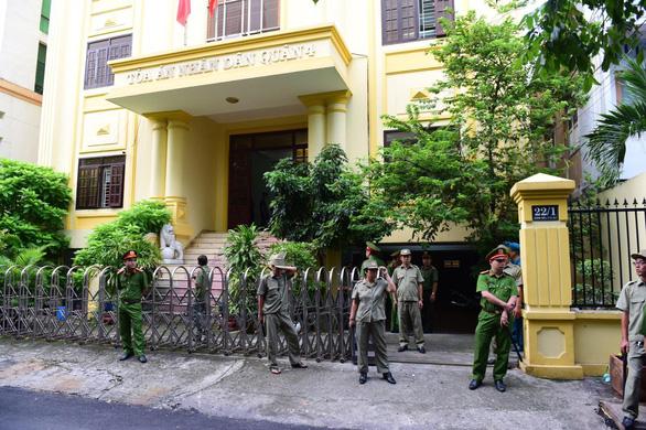 Ông Nguyễn Hữu Linh lại hầu tòa nghi án dâm ô bé gái - Ảnh 1.