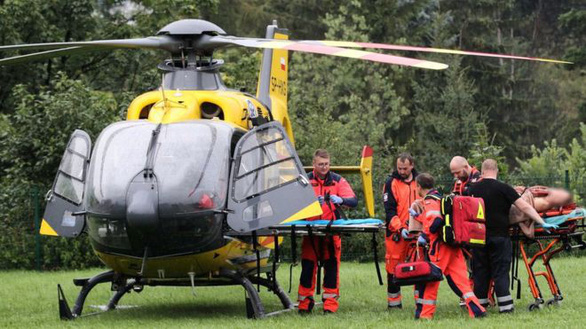 Sét đánh trúng nhóm người leo núi, 4 người chết, 100 người bị thương - Ảnh 1.