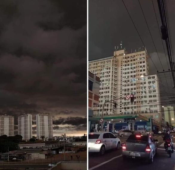 Bang Brazil tối sầm giữa ban ngày, trời trút mưa đen khác thường - Ảnh 2.