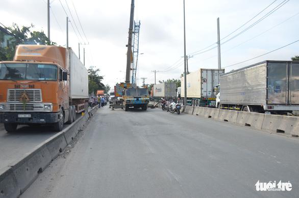 Xe container tông liên hoàn, hướng ra vào cảng Cát Lái tê liệt - Ảnh 4.