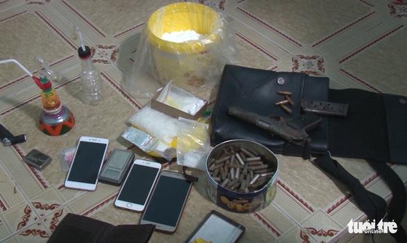 Đã tàng trữ ma túy, còn thủ súng K54 với 107 viên đạn - Ảnh 2.