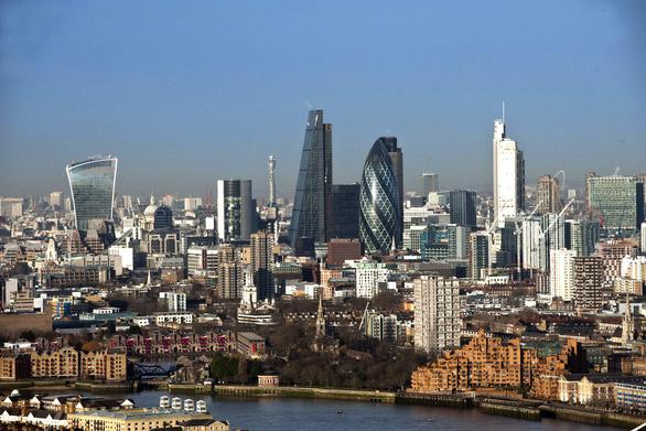 Anh tìm cách ngăn chặn hiệu ứng gió nhà cao tầng ở London - Ảnh 1.