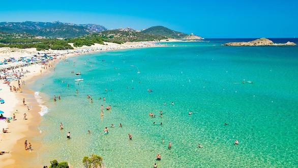 Lấy cát từ bãi biển Ý, cặp vợ chồng đối mặt với 6 năm tù - Ảnh 1.