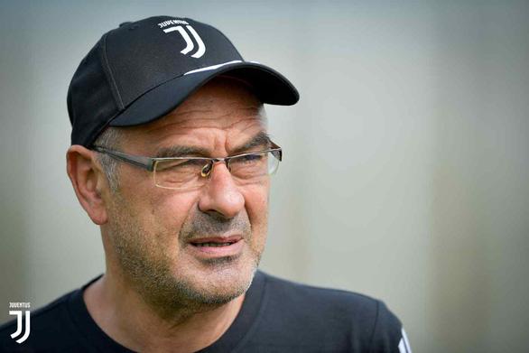 HLV Sarri vắng mặt trận ra quân cùng CLB Juventus ở Serie A vì viêm phổi - Ảnh 1.
