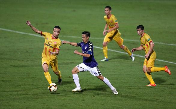Văn Quyết không phù hợp với lối chơi của HLV Park Hang Seo - Ảnh 1.