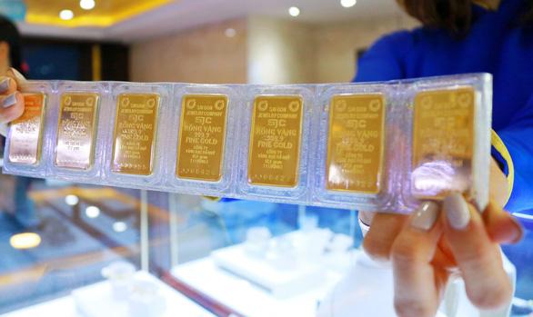 Cuộc chiến thuế quan Mỹ - Trung leo thang, vàng SJC lên 42,4 triệu - Ảnh 1.