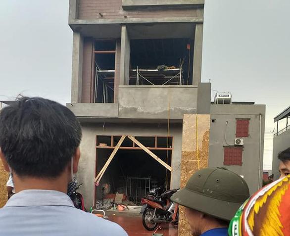 Hai thợ xây bị điện giật chết khi đang làm trần thạch cao - Ảnh 1.