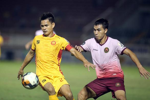 Thắng 2-0 từ sút xa, CLB Sài Gòn đẩy Thanh Hóa xuống vị trí nguy hiểm - Ảnh 3.