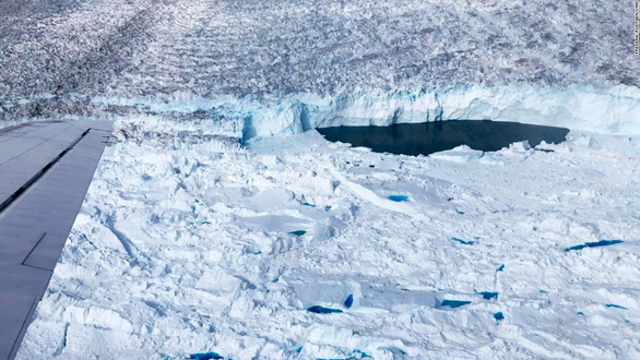 Phát hiện bí mật đáng lo ngại dưới những lớp sông băng ở Greenland - Ảnh 1.