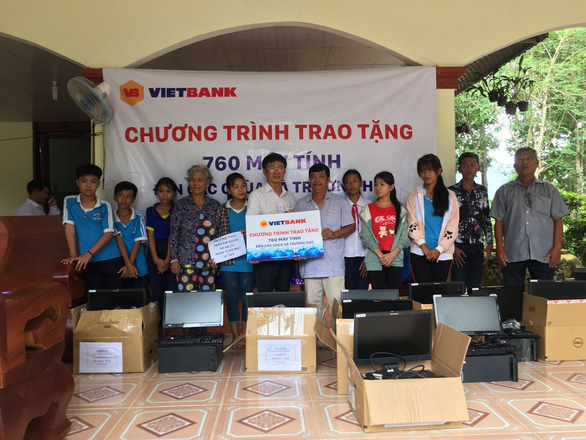 Vietbank tặng 760 máy tính cho các chùa và trường học - Ảnh 2.