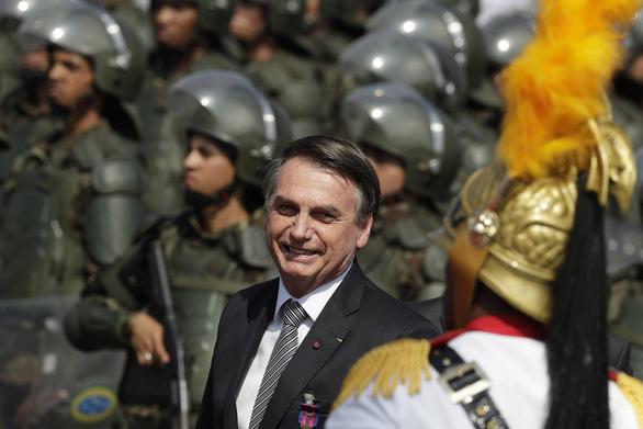 Brazil triển khai quân đội dập lửa cứu lá phổi xanh Amazon vì áp lực quốc tế - Ảnh 2.