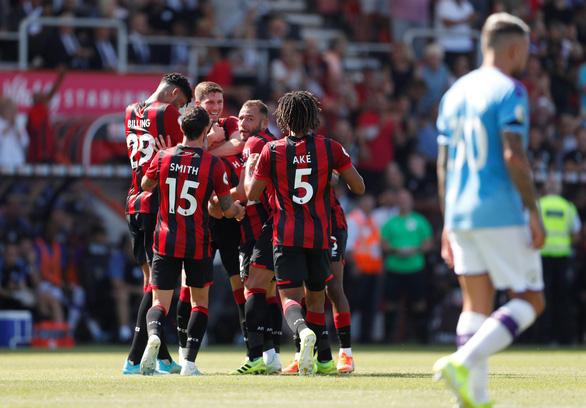 Aguero lập cú đúp, M.C vươn lên nhì bảng - Ảnh 3.