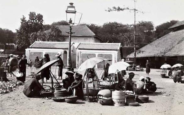 Đường Sài Gòn xưa được thắp sáng bằng loại dầu gì, từ năm nào? - Ảnh 2.