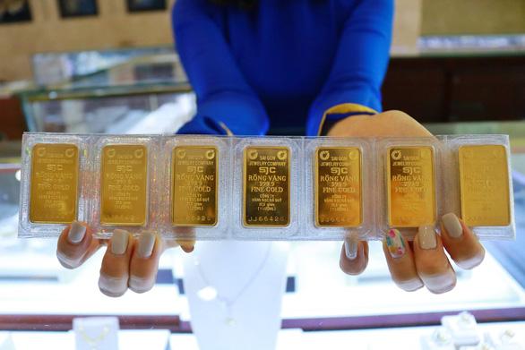 Giá vàng lập kỷ lục mới, vượt 43 triệu đồng/lượng - Ảnh 1.