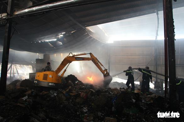 Cháy lớn tại nhà máy giấy, thiệt hại trên 1 tỉ đồng - Ảnh 3.