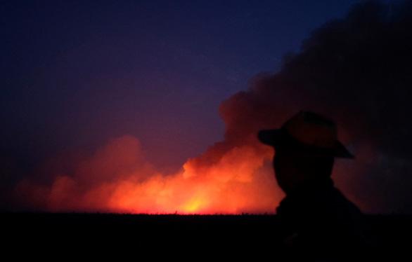 Brazil yêu cầu các đại sứ lo việc cháy rừng, không đi nghỉ mát - Ảnh 1.