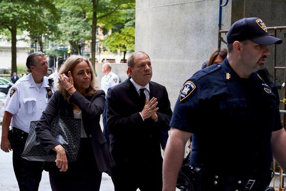 Harvey Weinstein phủ nhận cáo buộc tấn công tình dục, tòa dời đến 2020 - Ảnh 1.