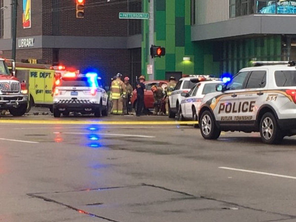 Cướp xe cảnh sát rồi gây tai nạn làm nhiều người chết và bị thương - Ảnh 1.