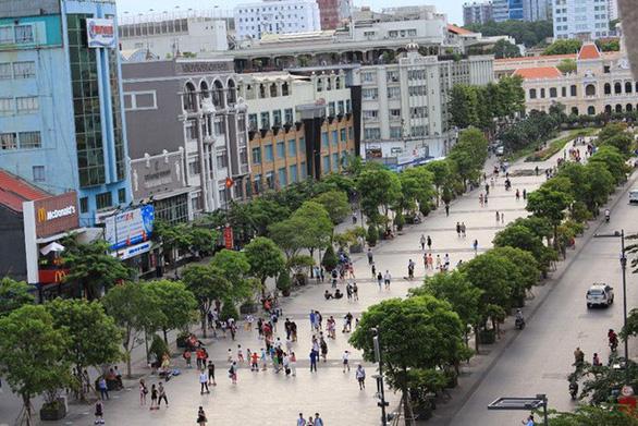 TP.HCM cấm xe cộ ra vô đường Nguyễn Huệ tối 30-8 - Ảnh 1.