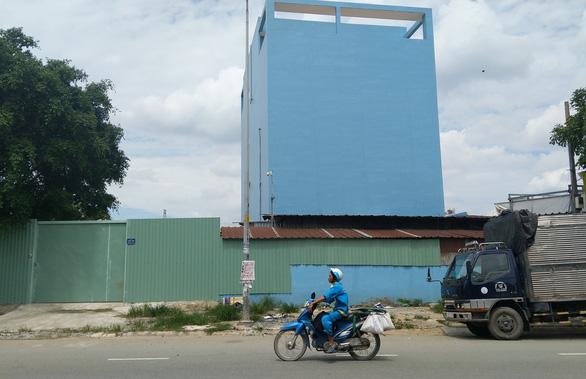 Nhiều công trình vi phạm nằm gần UBND phường - Ảnh 1.