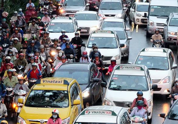 Taxi Hà Nội còn 5 màu sơn: Doanh nghiệp, hành khách đều lợi - Ảnh 1.