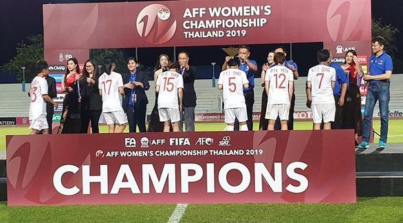 Các tuyển thủ đã thi đấu kiên cường đúng kiểu phụ nữ Việt Nam - Ảnh 1.