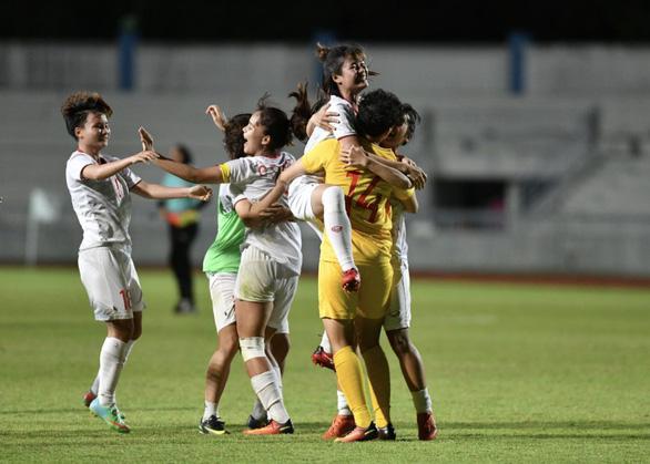 10 người Việt Nam đá bại Thái Lan, vô địch bóng đá nữ Đông Nam Á 2019 - Ảnh 4.