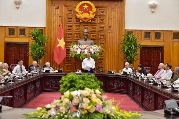Thủ tướng gặp mặt các cán bộ từng trực tiếp phục vụ, bảo vệ Bác Hồ - Ảnh 3.