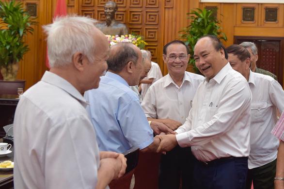 Thủ tướng gặp mặt các cán bộ từng trực tiếp phục vụ, bảo vệ Bác Hồ - Ảnh 1.