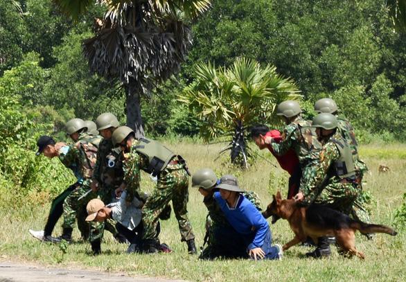 Giao lưu hữu nghị biên giới Việt Nam - Campuchia: Đấu tranh chống tội phạm qua biên giới - Ảnh 2.