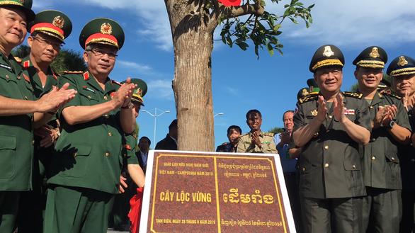 Giao lưu hữu nghị biên giới Việt Nam - Campuchia: Đấu tranh chống tội phạm qua biên giới - Ảnh 1.