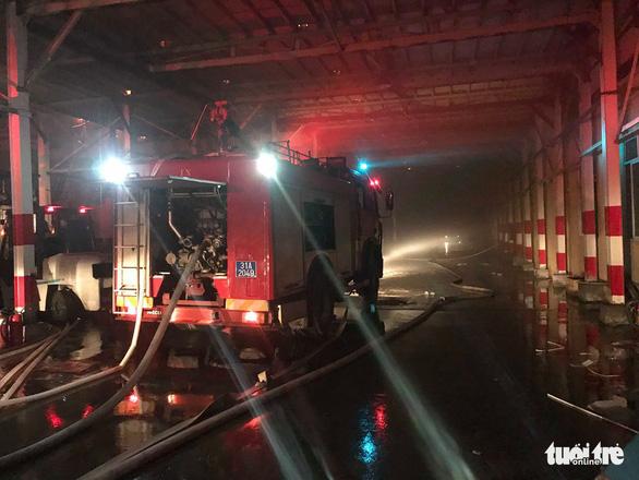 Hỏa hoạn ở công ty Rạng Đông được khống chế sau gần 6 tiếng nỗ lực - Ảnh 4.