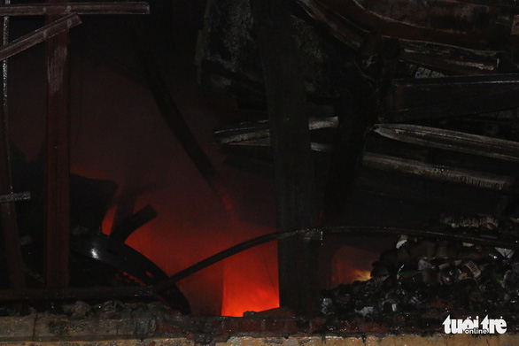 Hỏa hoạn ở công ty Rạng Đông được khống chế sau gần 6 tiếng nỗ lực - Ảnh 18.