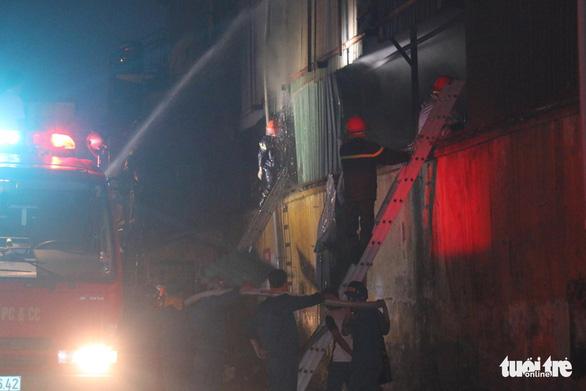 Hỏa hoạn ở công ty Rạng Đông được khống chế sau gần 6 tiếng nỗ lực - Ảnh 17.