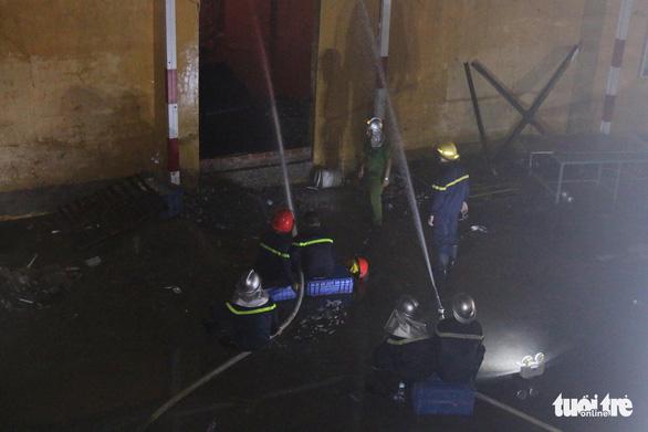 Hỏa hoạn ở công ty Rạng Đông được khống chế sau gần 6 tiếng nỗ lực - Ảnh 21.