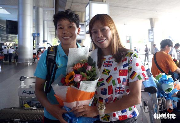 Sân bay Tân Sơn Nhất đìu hiu đón các nữ tuyển thủ tân vô địch Đông Nam Á - Ảnh 9.