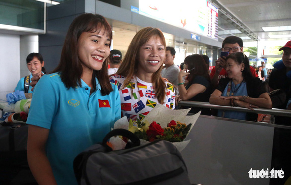 Sân bay Tân Sơn Nhất đìu hiu đón các nữ tuyển thủ tân vô địch Đông Nam Á - Ảnh 11.
