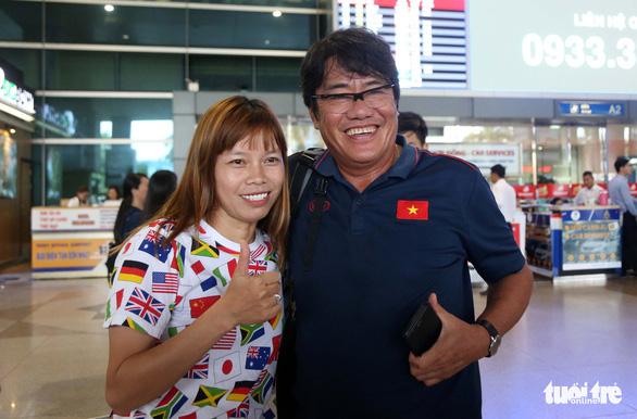 Sân bay Tân Sơn Nhất đìu hiu đón các nữ tuyển thủ tân vô địch Đông Nam Á - Ảnh 13.