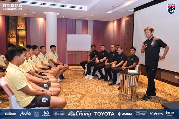 HLV tuyển Thái Lan Akira Nishino thấy hơi lo lắng trước trận gặp Việt Nam - Ảnh 1.