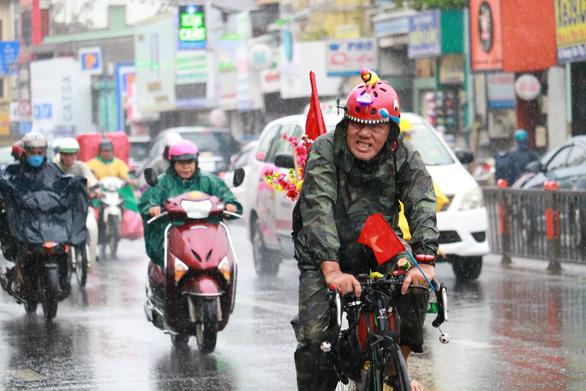 TP.HCM và nhiều tỉnh Nam bộ bắt đầu mưa to, sóng lớn do bão số 4 - Ảnh 3.