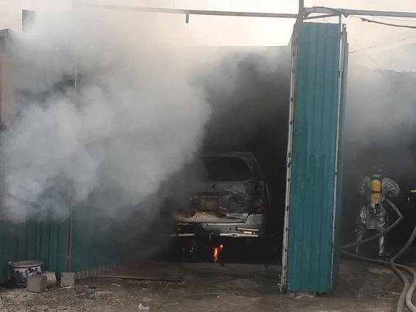 Nhà xưởng chứa linh kiện điện tử bốc cháy ở Hà Nội - Ảnh 2.