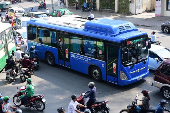 TP.HCM đề xuất mở xe buýt xịn, ngồi nhà đặt vé - Ảnh 1.