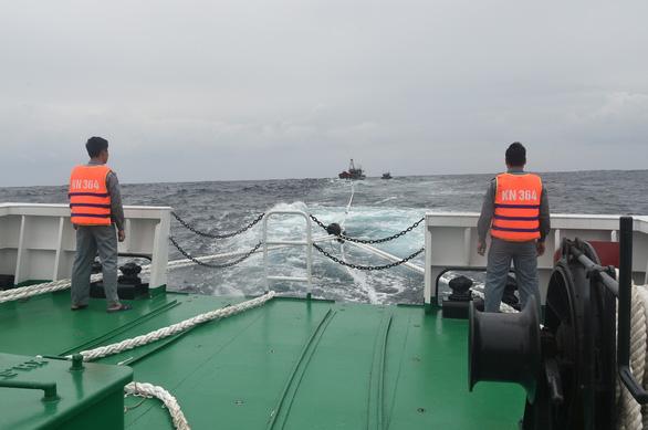 Hàng chục ngư dân Quảng Bình đang gặp nạn trên biển - Ảnh 1.