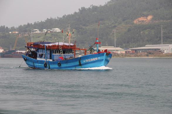 Đà Nẵng còn 6 tàu cá với 49 lao động nằm trong vùng nguy hiểm - Ảnh 1.