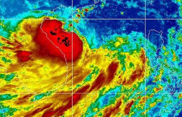 TP.HCM và nhiều tỉnh Nam bộ bắt đầu mưa to, sóng lớn do bão số 4 - Ảnh 2.